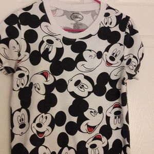 Mickey mouse t-shirt  Med